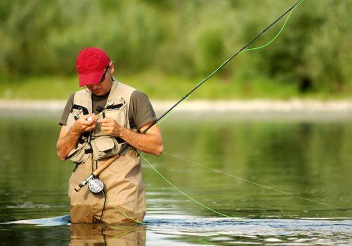 Мужик на рыбалке